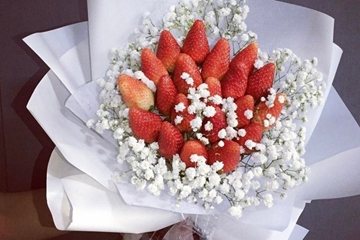 Dâu tây, biểu tượng cho tình yêu ngọt ngào, cách làm hoa dâu tây tặng nàng 8-3