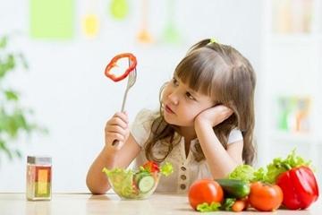 Nguyên nhân khiến trẻ biếng ăn mẹ cần biết để giúp trẻ ăn tốt hơn