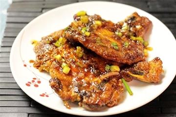 Thịt nướng với nước sốt xì dầu và dầu hào ngon tuyệt.
